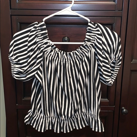 H&M Tops - H&M BLACK AND WHITE BLOUSE